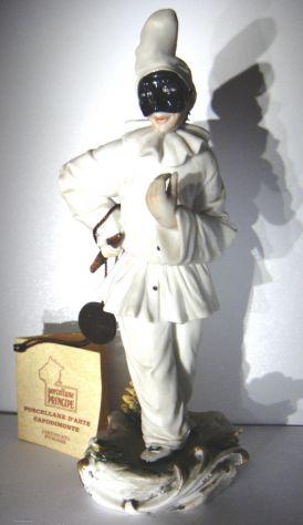 Capodimonte-Pulcinella-porcellana dipinta a mano-h 22-Lab.Ceramiche Principe